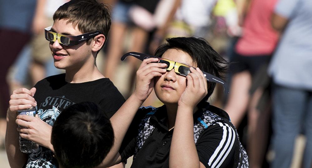 Belleza peligrosa  el eclipse solar puede causar ceguera - Sputnik Mundo 03bab57f590a