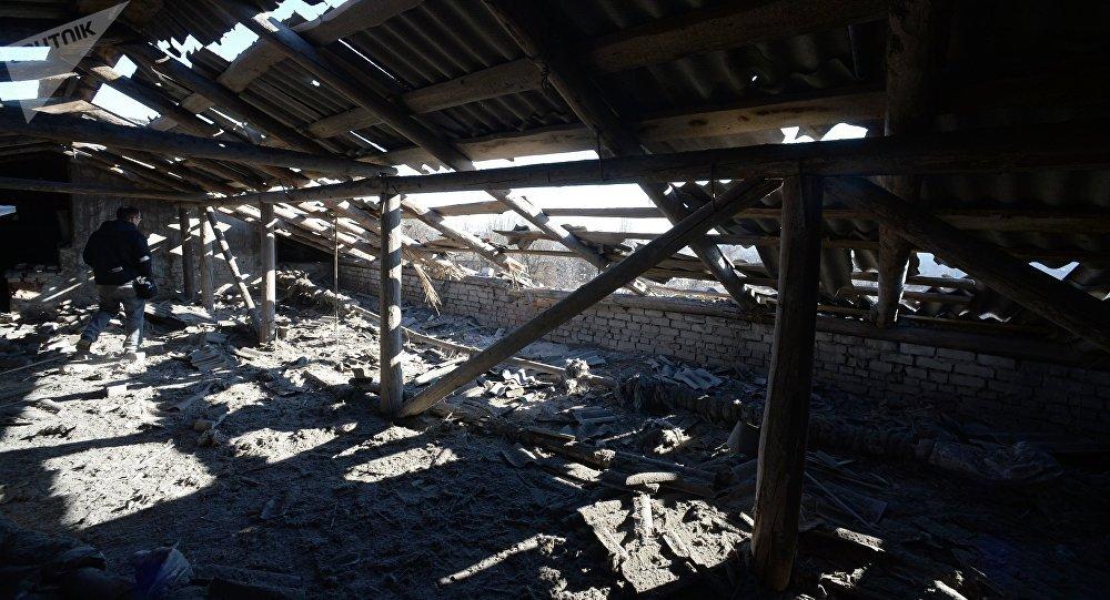 Una escuela bombardeada en Donetsk (archivo)
