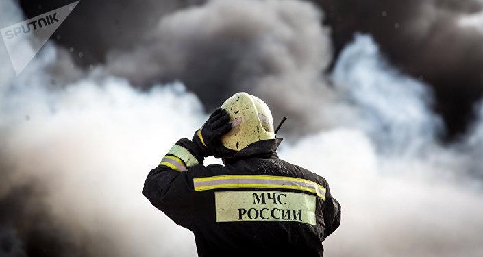 Un empleado de Servicios de Emergencias de Rusia (imagen referencial)