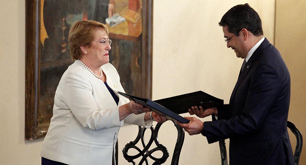 Presidenta de Chile, Michelle Bachelet, y su homólogo hondureño Juan Orlando Hernández
