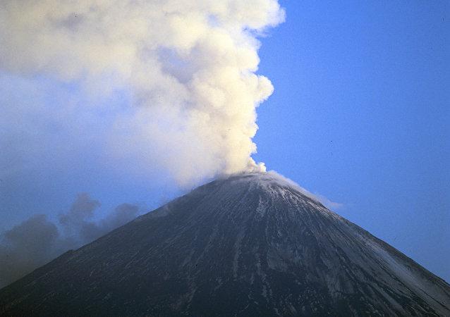 Volcán Kliuchevskói en la región rusa de Kamchatka