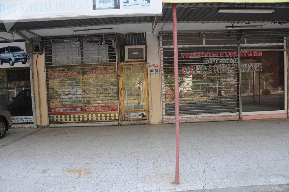 Muchas tiendas que hace poco vendían un gran abanico de bienes tuvieron que cerrar ya que eran incapaces de pagar el alquiler