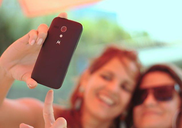 Chicas sacan selfie