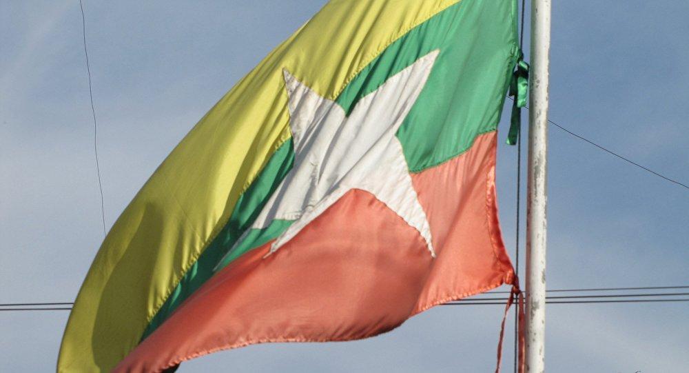 La bandera nacional de Birmania (archivo)