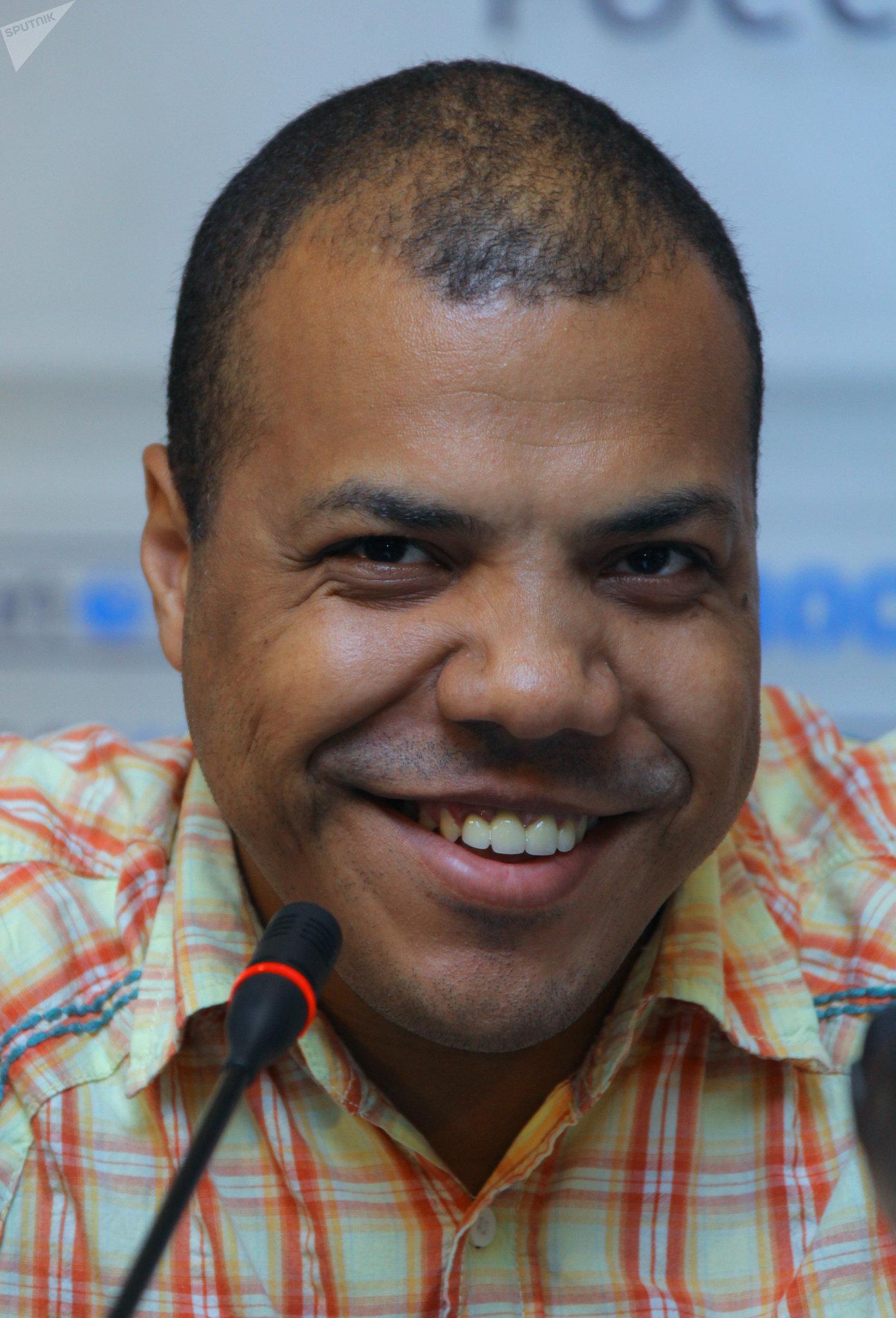 El afrodescendiente y conocido bloguero de Rusia Samson Sholademi