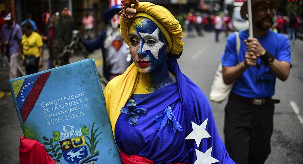 La simpatizante del presidente de Venezuela, Nicolás Maduro, durante las protestas en Caracas (archivo)