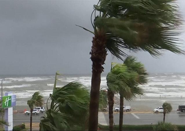 El huracán Harvey llega a las costas de Texas