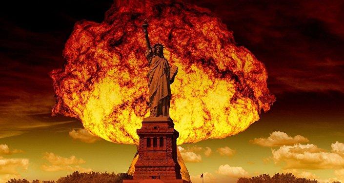 Una explosión nuclear detrás de la Estatua de la Libertad