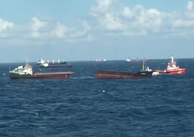 Carguero Leonardo partido en el mar Negro, 27 de agosto de 2017