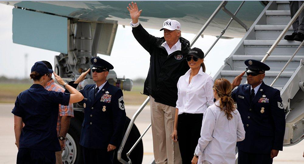 El presidente de EEUU, Donald Trump, y su esposa Melania llegan al estado de Texas