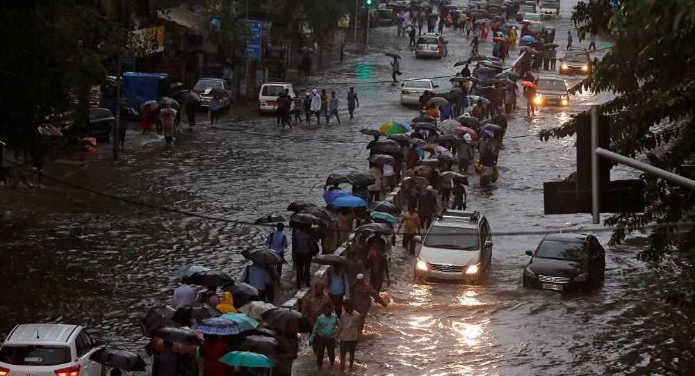Las calles de Bombay, la India, tras las lluvias muy fuertes