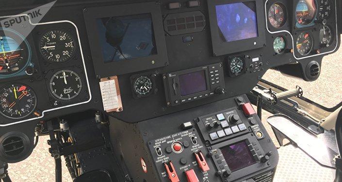 Dentro de la cabina del helicóptero Ansat