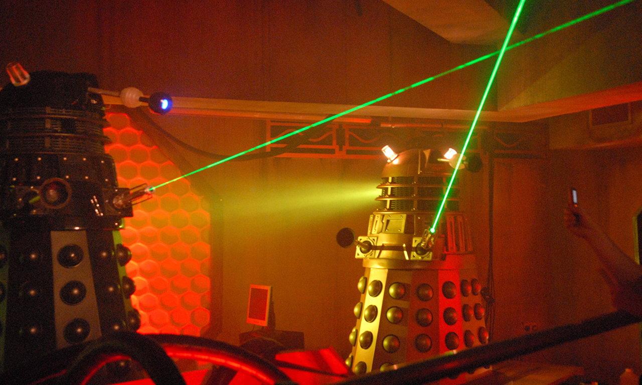 Los Daleks, del universo ficticio de la serie británica 'Doctor Who', son descritos como una raza de mutantes modificados genéticamente e integrados dentro de un escudo mecánico robótico.
