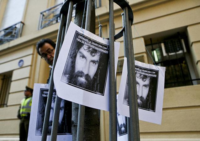 Carteles con la imagen de Santiago Maldonado, activista argentino desaparecido