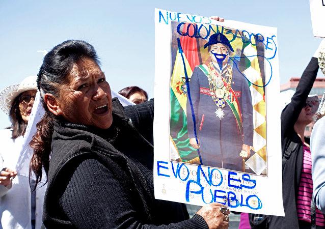 Activista protestando por la construcción de una carretera por una reserva natural indígena en Bolivia (archivo)