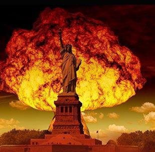 Hongo nuclear y estatua de la Libertad