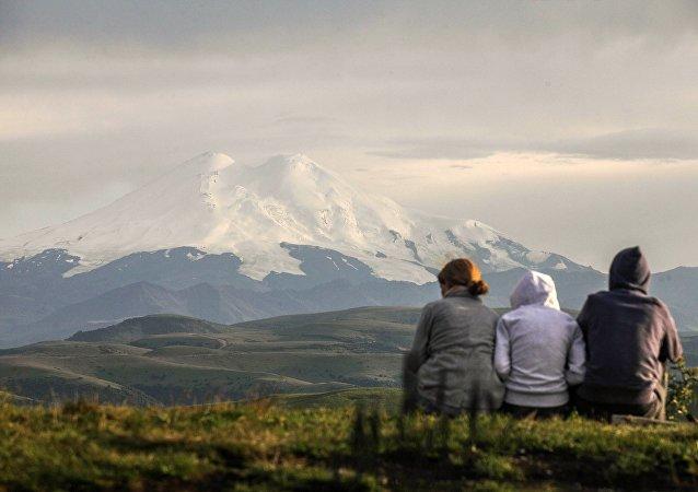 Los turistas en Kabardia-Balkaria, Rusia