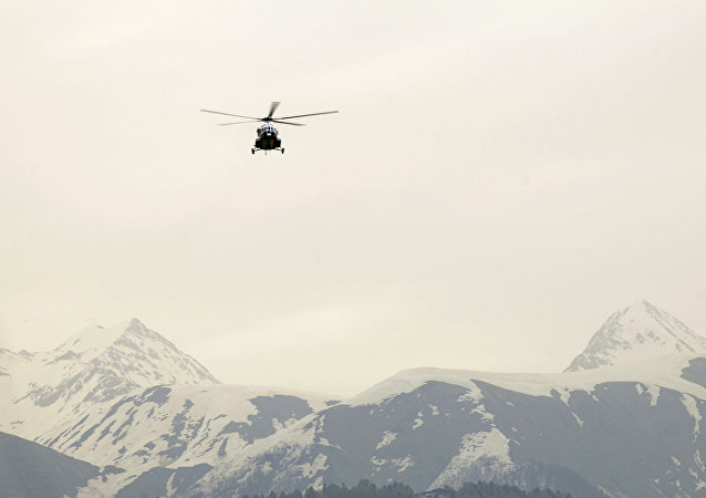 Helicóptero MI-171 en las montañas del Cáucaso