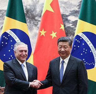 El presidente brasileño, Michel Temer, junto a su homólogo chino, Xi Jinping (archivo)