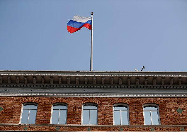 La bandera rusa en el consulado en San Francisco, EEUU