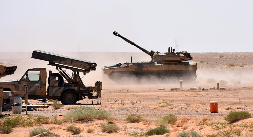 La artillería del Ejército sirio cerca de Deir Ezzor, Siria