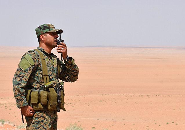 Un miembro del ejército sirio en Deir Ezzor