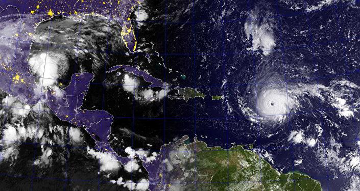 Huracán Irma: los residentes de Florida huyen en masa