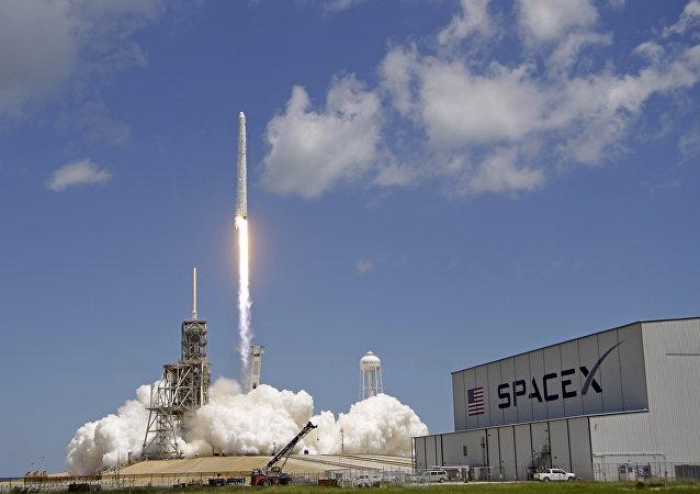 Un lanzamiento de un cohete Falcon 9 de SpaceX (archivo)