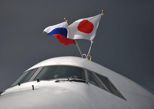 Las banderas de Rusia y Japón