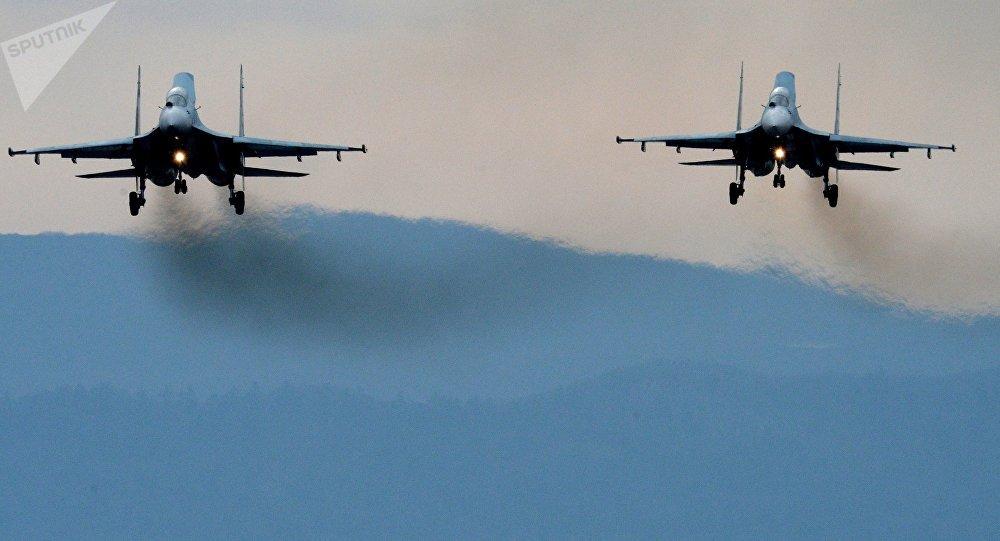 Las aviones cazas Su-27 SM