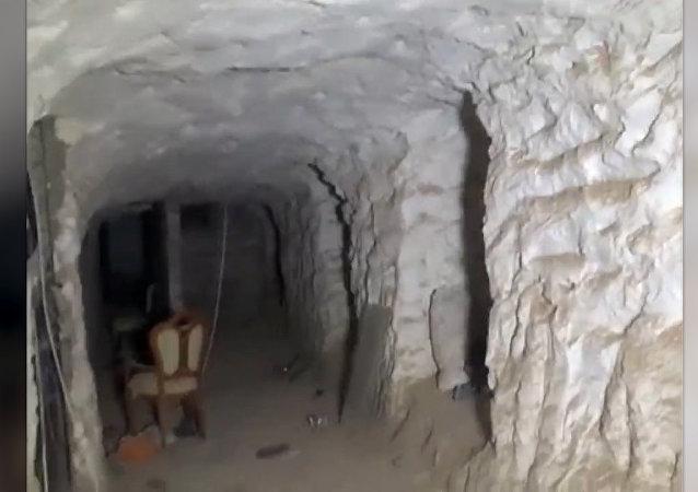 Los yihadistas abandonan tanques, armas y túneles en Deir Ezzor