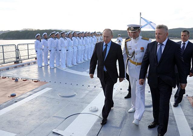 Vladímir Putin, presidente de Rusia, visita la nueva corbeta Sovershenni de la Flota del Pacífico de la Armada del país