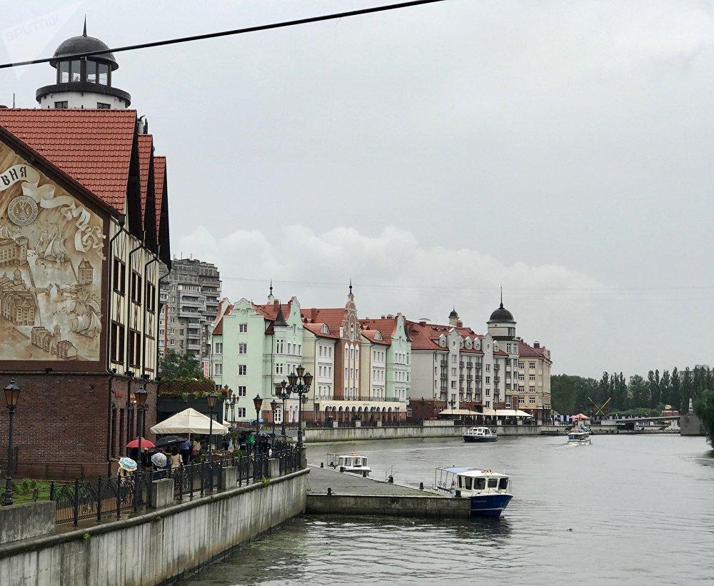 Típicas casas regiomontanas a orillas del río