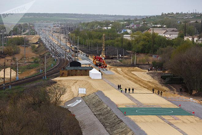 La construcción de la línea férrea Zhuravka-Millerovo que evita el paso por Ucrania, Rusia, 20 de abril de 2016