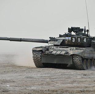 El tanque T-80U durante la demostración en el marco del Foro Internacional Técnico Militar Army 2017, Rusia, 22 de agosto de 2017