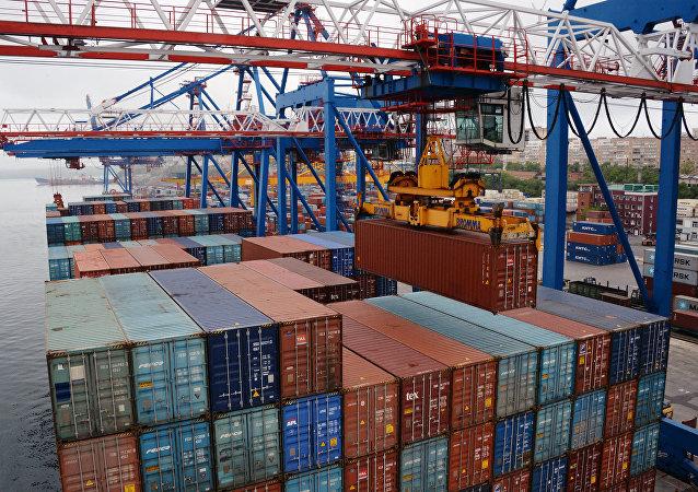 Los contenedores en un puerto de Rusia (imagen referencial)