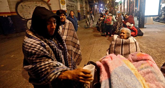 Gobierno decreta tres días de luto por 61 muertos terremoto — MEXICO