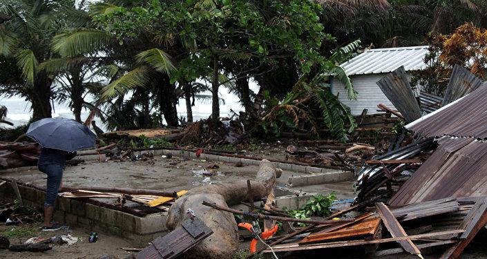 Saquean una tienda en Miami en pleno huracán Irma