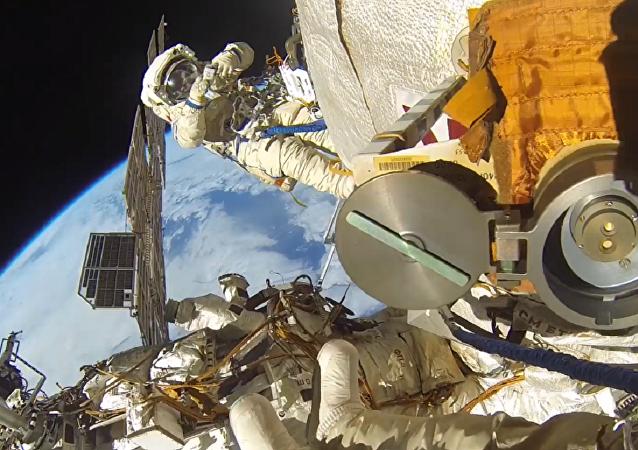 Caminata espacial de Fiódor Yurchijin y Serguéi Riazanski