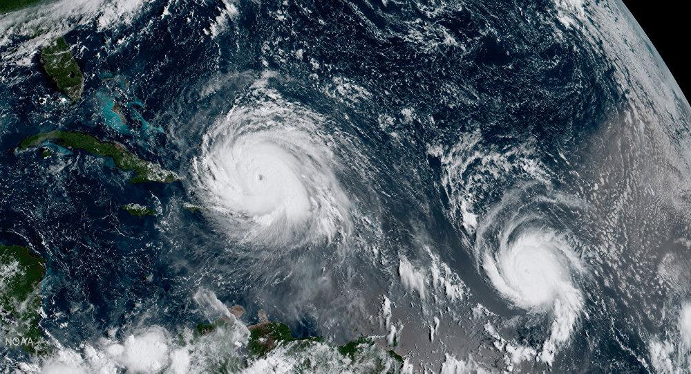 Huracán Irma (a la izquierda) y huracán José (a la derecha)