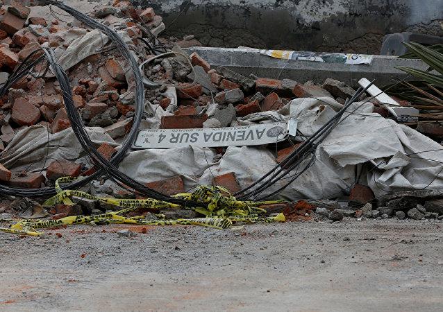 Parte de un muro destruido después de un terremoto en la Ciudad de México