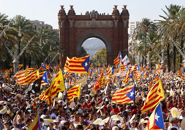 La gente celebrando el Día de Cataluña con las banderas independistas (archivo)