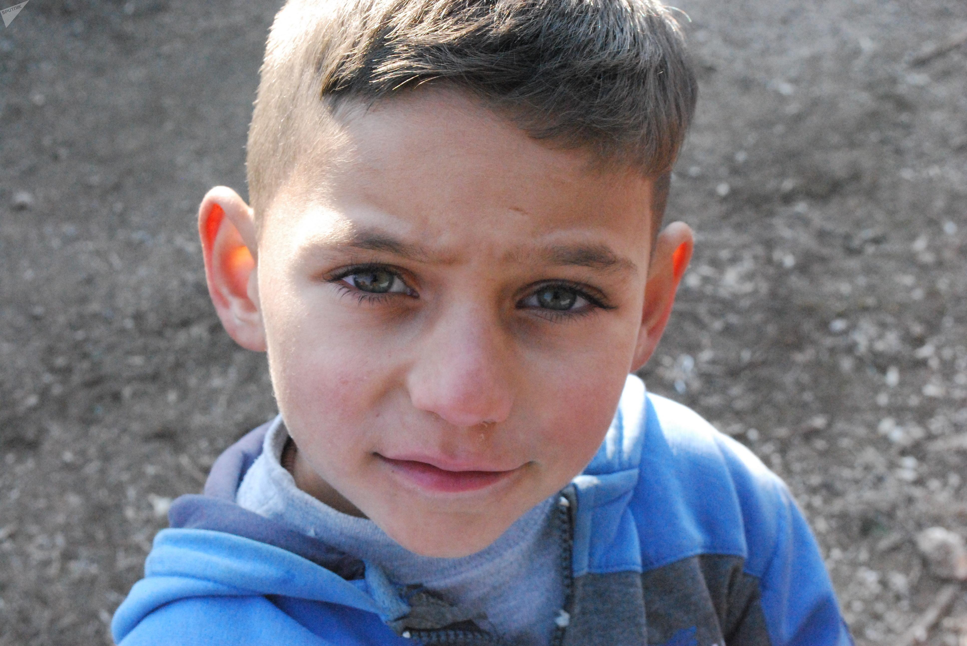 Un niño de la ciudad siria de Deir Ezzor