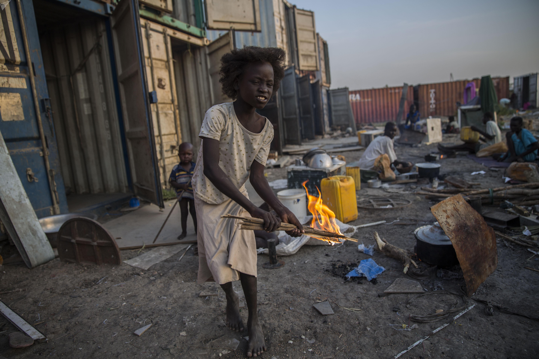 Las personas desplazadas se quedan en campos viviendo en malas condiciones de vida, Sudán del Sur. Noviembre  2015