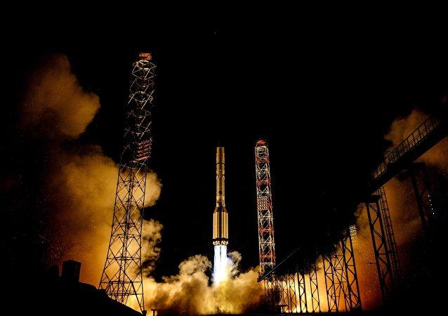 El lanzamiento del cohete portador Protón-M