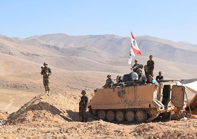Soldados libaneses custodian la frontera con Siria (archivo)