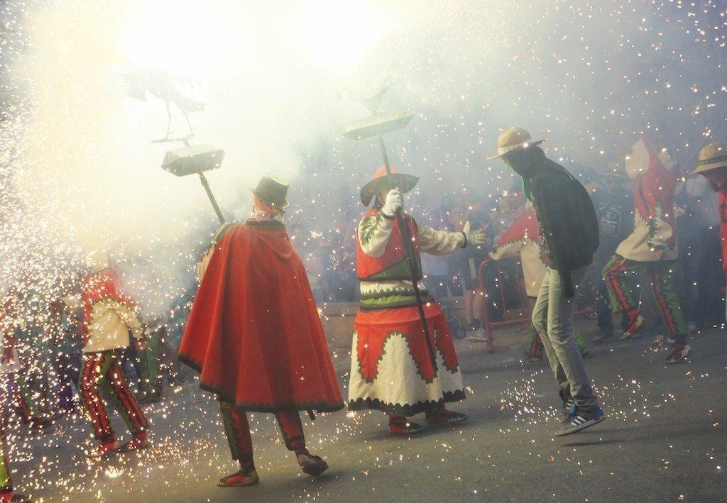 'Correfocs' durante las fiestas de Santa Tecla en Cataluña