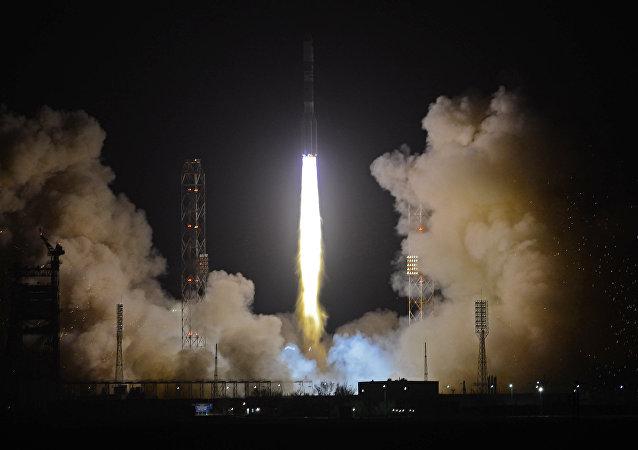 Cohete portador Proton-M con la unidad aceleradora Briz-M (archivo)