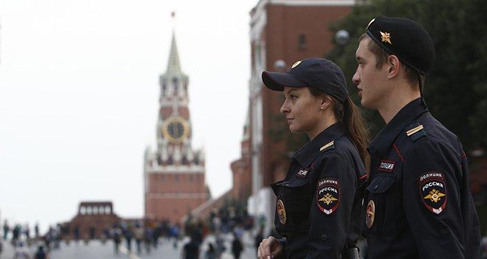 Policía rusa en la Plaza Roja, Moscú