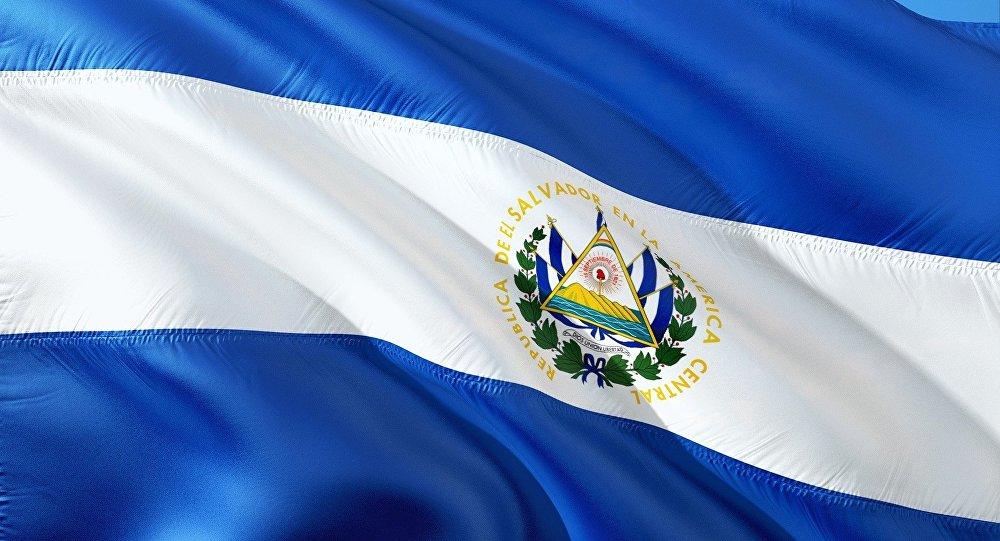 Bandera de El Salvador (imagen referencial)